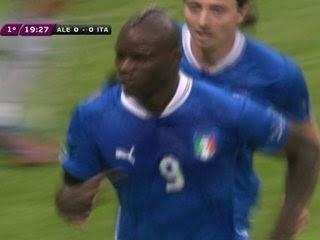 Balotelli decide e coloca Itália na final da Euro e na Copa das  Confederações - Se Liga na Informação 215cb7ba6787a