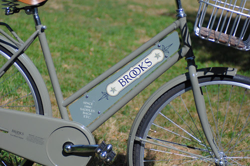 Brooks '2-Wheel Display'