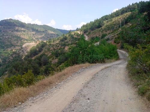 Camminata o verso Krushova by Ylbert Durishti