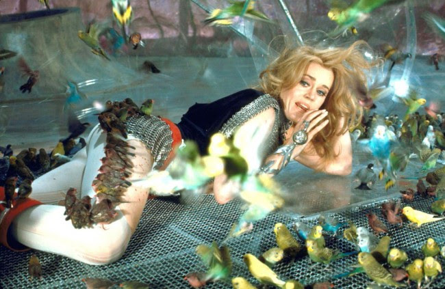 03 Jane Fonda on the set of Barbarella 1968 650x423 Photos of Jane Fonda as Barbarella, 1968