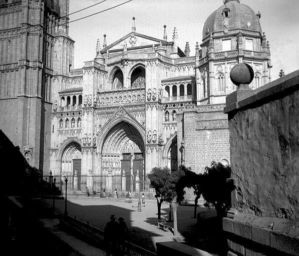 Catedral entre el 24 y el 26 de septiembre de 1899. Fotografía de Petit. Société Française d'Archéologie et Ministère de la Culture (France), Médiathèque de l'architecture et du patrimoine (archives photographiques) diffusion RMN