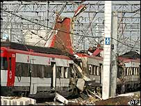 http://newsimg.bbc.co.uk/media/images/39875000/jpg/_39875742_train_ap203body.jpg