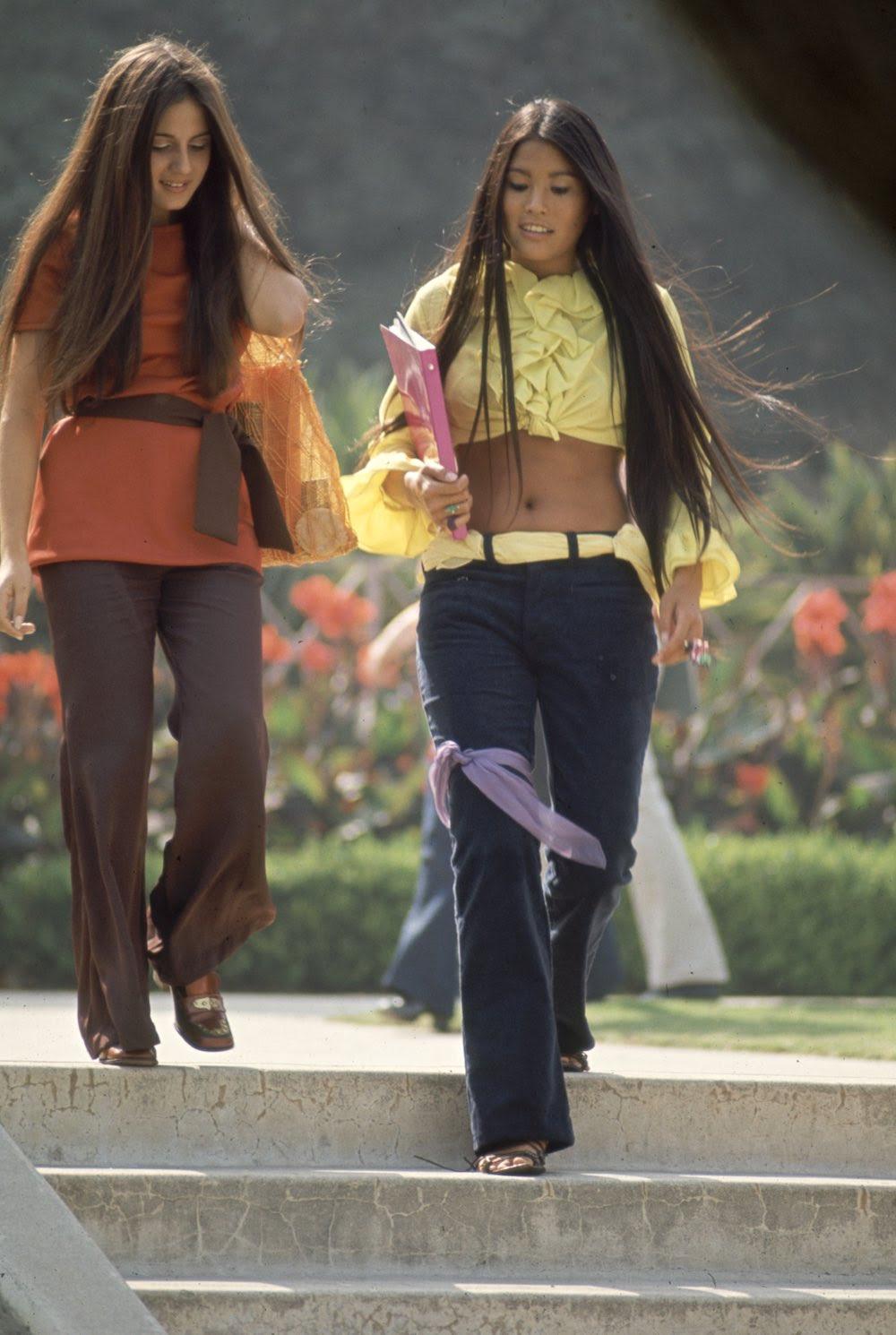 Estas colegiais dos anos 60 se vestiam bem, inclusive para hoje em dia 05