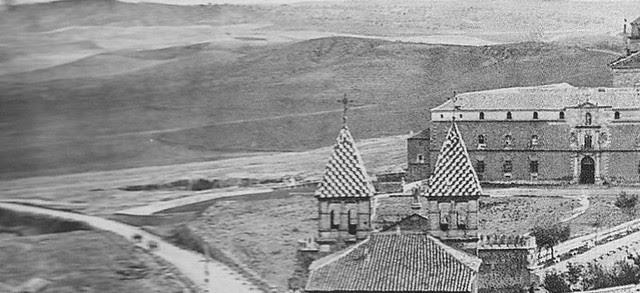 Hospital Tavera tras la puerta de Bisagra hacia 1860. Detalle de una fotografía de Alfonso Begue
