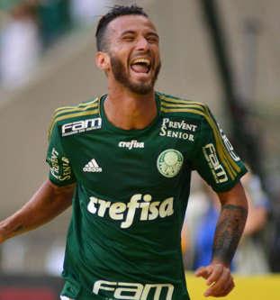 Palmeiras perde pênalti, mas abre final batendo Santos