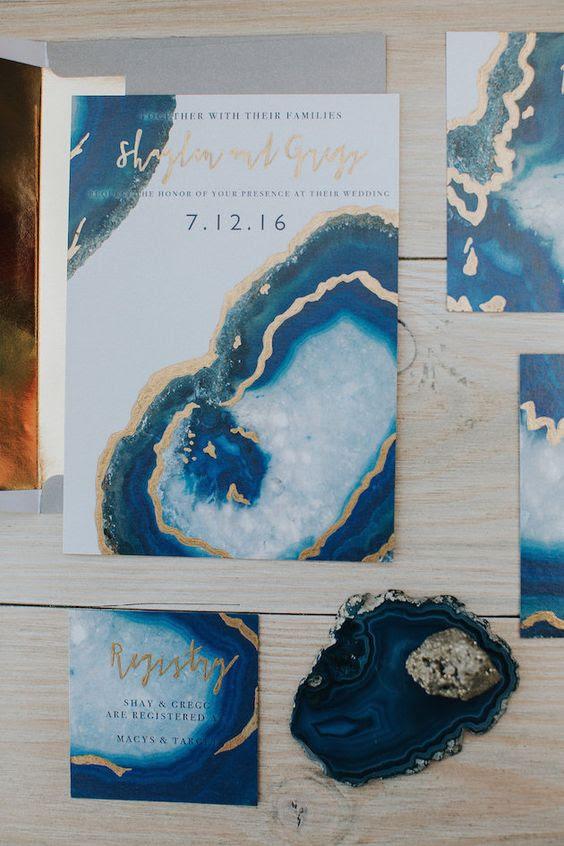 geode und Edelstein-inspiriert wedidng Einladung suite in den Farben blau und gold für eine trendige fühlen