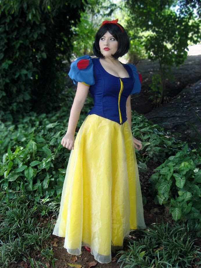 Snow White.. by julialorenzutti
