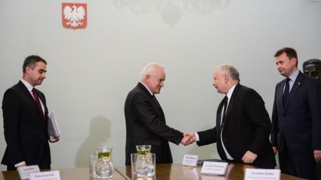 Miller bliżej Kaczyńskiego. Koniec żelaznego kanclerza?