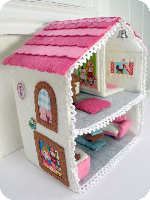 love this. pattern: http://www.etsy.com/listing/62067390/felt-miniature-dollhouse-email-patterns $5