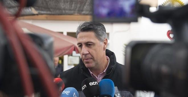 El candidato del PP a la presidencia de la Generalitat de Cataluña, Xavier García Albiol, hace unas declaraciones en un acto para presentar a la cabeza de lista por Lleida el 21D, Marisa Xandri. EFE/Adrián Ropero
