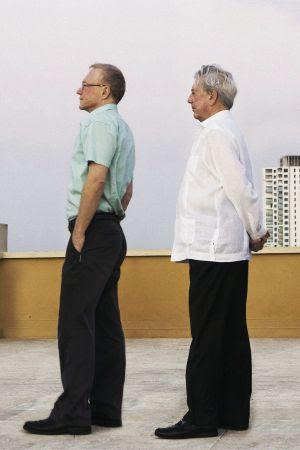 David Grossman (izquierda) y Mario Vargas Llosa.