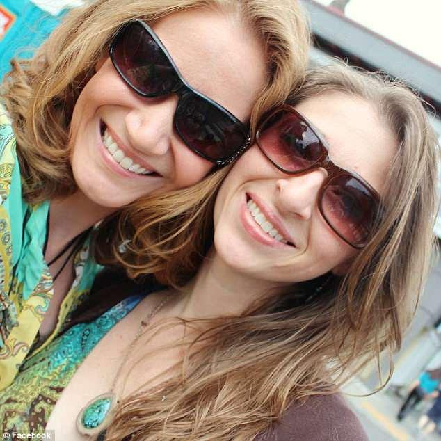 Sarah (à gauche) et Jennifer (à droite), toutes deux de 39 ans, ont été tuées aux côtés de trois de leurs enfants adolescents lorsque leur voiture s'est écrasée lundi sur la Pacific Coast Highway en Californie.
