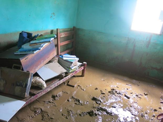 Casa cheia de lama após enchente em Itaóca, SP (Foto: Rodrigo Martins/G1)