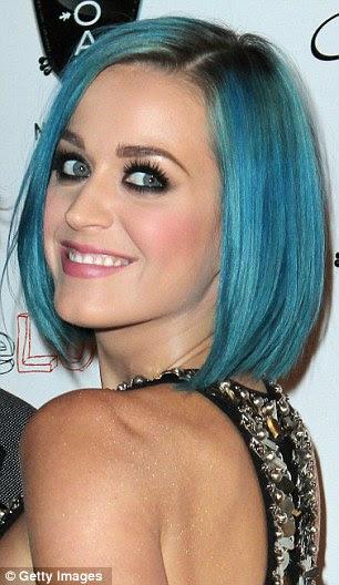Mudar bloqueios: O cantor adora mudar a cor de seu cabelo e usava vários tons no ano passado