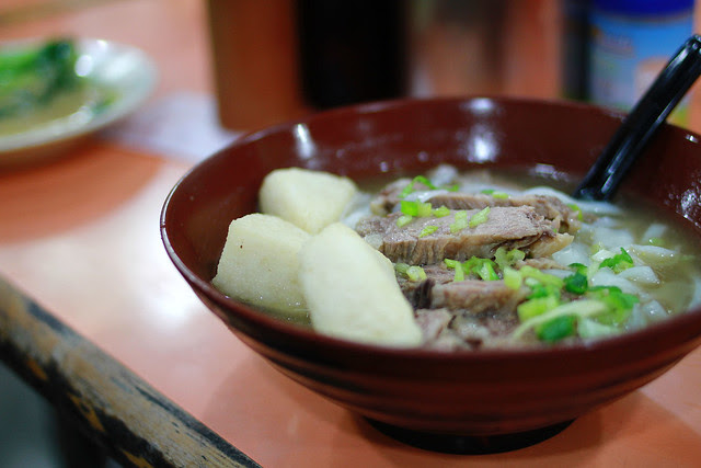 Beef brisket and fried fish cake ends rice noodle soup
