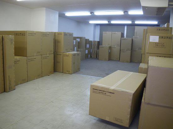 倉庫に収められる段ボールたち