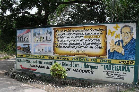 """El cartel que es la entrada """"oficial"""" a Aracataca. Foto: lanacion.com / Verónica Dema"""