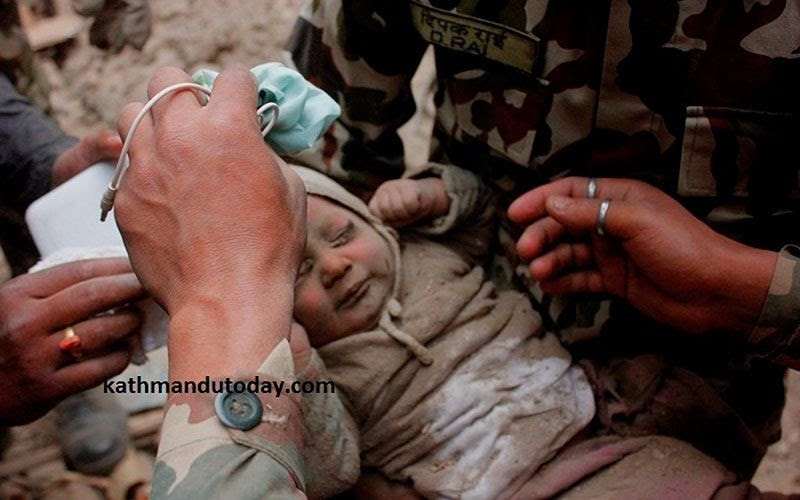 Milagro en Nepal: Bebé sobrevive a terremoto
