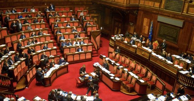 """Governo Renzi, dibattito fiducia. M5s: """"Rottamatore che governa con rottamati"""""""