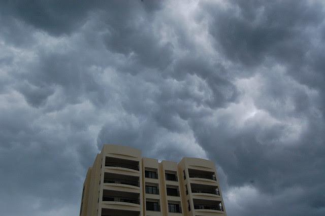 cancun_storm_building