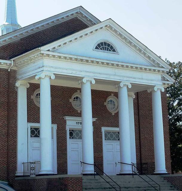 P1000966-2011-10-07-PTC-Christian-Church-East-Point-Georgia-portico