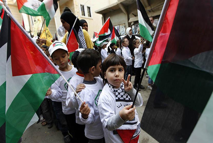 Anak Palestina yang sebaginnya menjadi yatim akibat orang tua mereka terbunuh oleh pasukan Israel (ilusrasi)