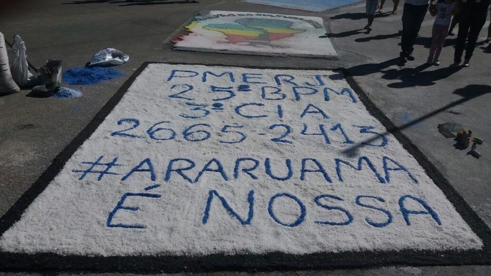 Tapete foi feito pela PM em retaliação a montagem dos criminosos em Araruama, no RJ (Foto: Divulgação/Polícia Militar)