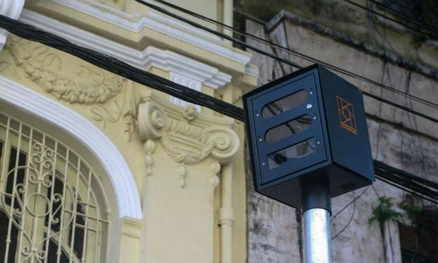 Os novos equipamentos são semelhantes aos instalados em outras vias do Recife / Foto: Marcos Pastich / CTTU