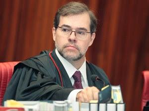 O ministro Dias Toffoli, que desempatou o julgamento em favor dos 'contas-sujas'; da mesma forma, votaram Henrique Neves, Arnaldo Versiani e Gilson Dipp (Foto: Nelson Jr./ASICS/TSE)