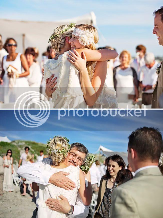 http://i892.photobucket.com/albums/ac125/lovemademedoit/welovepictures/StrandKombuis_Wedding_073.jpg?t=1324654940