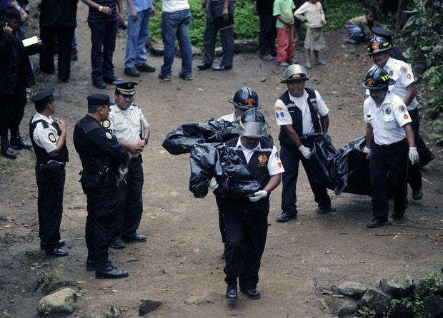 Polícia apura crime, que matou 7 pessoas da mesma família (Foto: AFP)