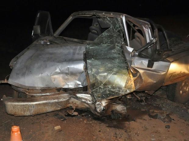 Motorista da caminhonete não resistiu e morreu após ser atendido pelos bombeiros (Foto: Carlos Fernandes dos Anjos/Arquivo pessoal)