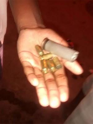 Moradores do Morro da Congonha encontraram cápsulas de balas na comunidade (Foto: Mariucha Machado/G1)