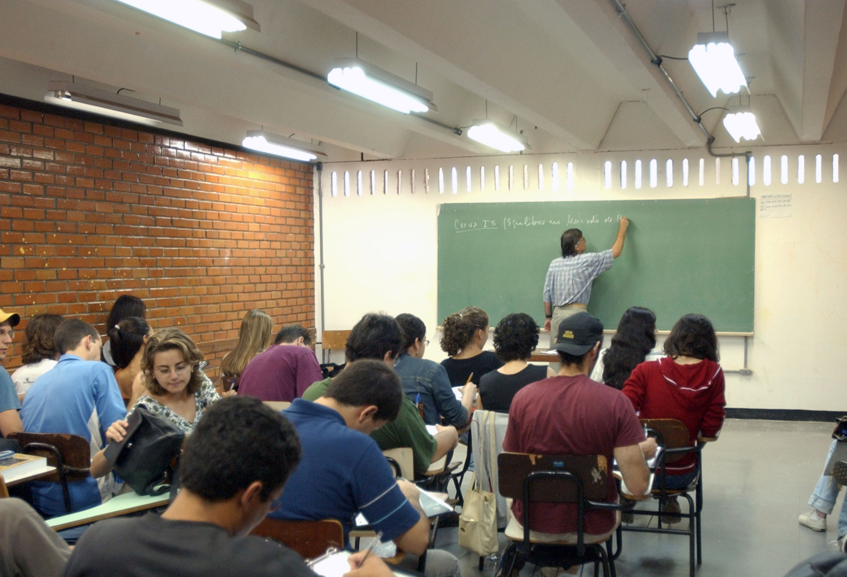 Alunos do Ensino Médio passarão mais tempo na escola a partir de 2018