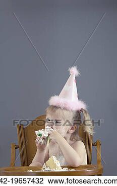 Banco de Imagem - bebê, menina,  comer, bolo. fotosearch  - busca de fotos,  imagens e clipart