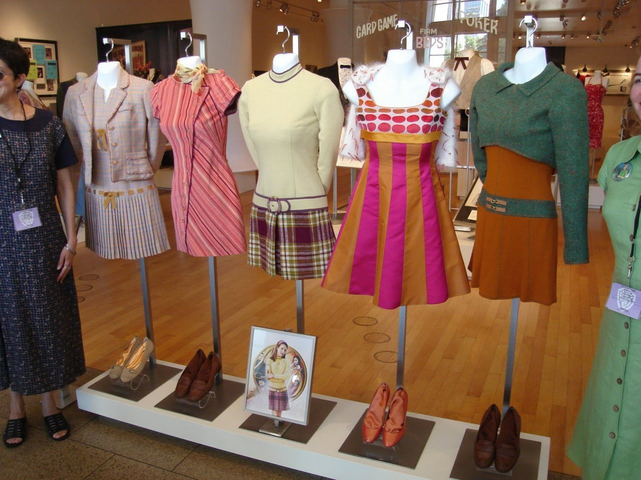 nancy drew fans  nerdiegirlie the costumes in the 2007