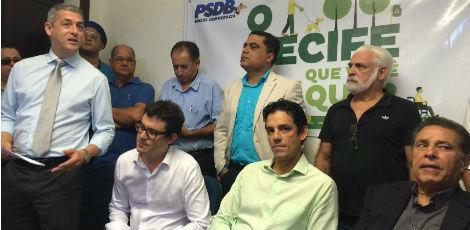 O ex-governador João Lyra Neto e o vereador André Régis apoiaram as candidaturas de Daniel Coelho e Sérgio Bivar / Foto: Renata Monteiro/ Especial para o JC