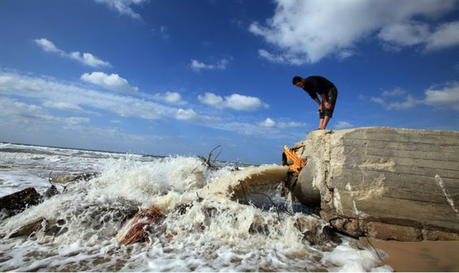 Gaza sewage flows into Mediterranean