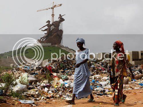 Estatua senegalesa Renascimento Africano