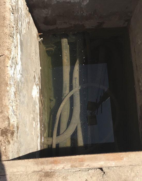 مياه-الصرف-الصحى-تغطى-كابلات-الكهرباء-الموصلة-بغرف-عمليات-مستشفى-بأسيوط-(1)
