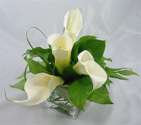 17 Best ideas about Lily Centerpieces on Pinterest   Calla