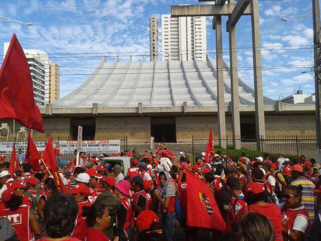 Movimentos sociais se reúnem para a manifestação nesta sexta-feira