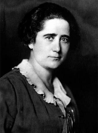 Clara Campoamor (1888-1972), abogada feminista y diputada a Cortes en 1931. Tras exiliarse intentó regresar a España a fines de 1940 sin conseguirlo al estar procesada por su pertenencia a una logia masónica
