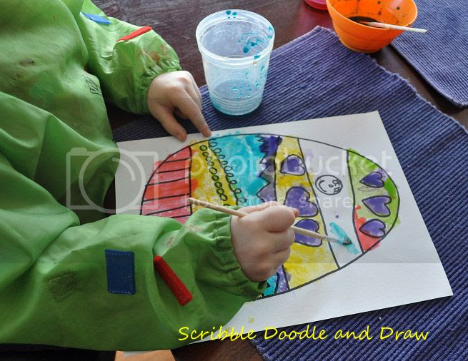 art activity for kids paint Easter eggs with edible paint