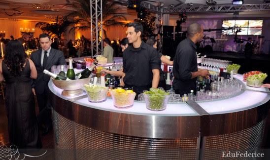 Ilha de caipirinha em casamento no Clube Hebraica. Foto: Edu Felice.