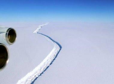 Iceberg com 5 mil km² está prestes a se desprender da Antártida