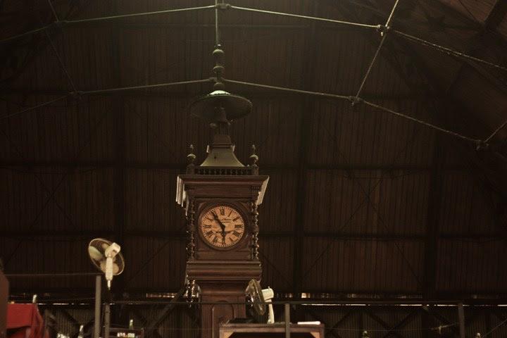 Reloj en el Mercado del Puerto