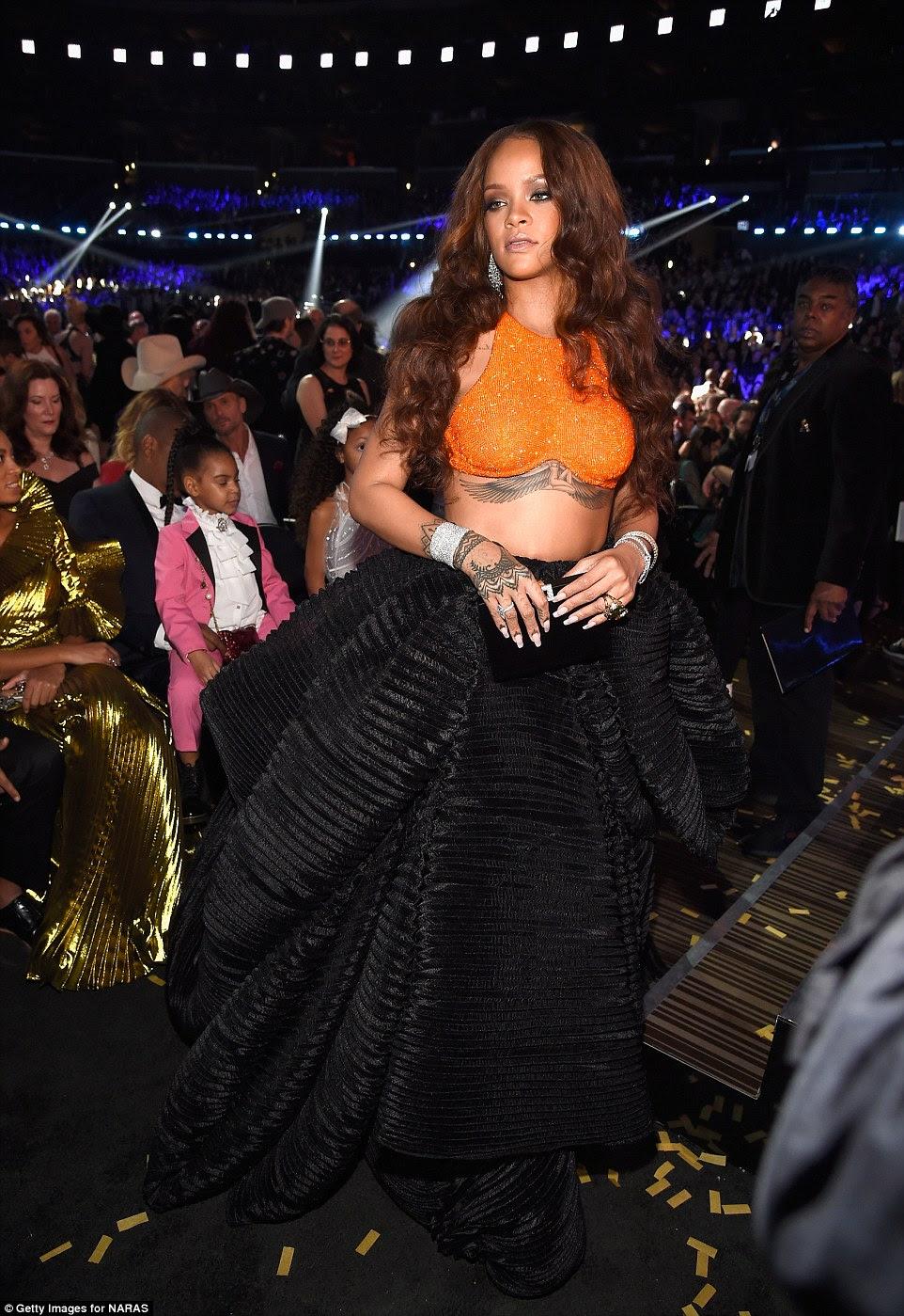 Stunner: Rihanna não levou para casa prêmios durante a parte televisionada, mas ela parecia fantástica