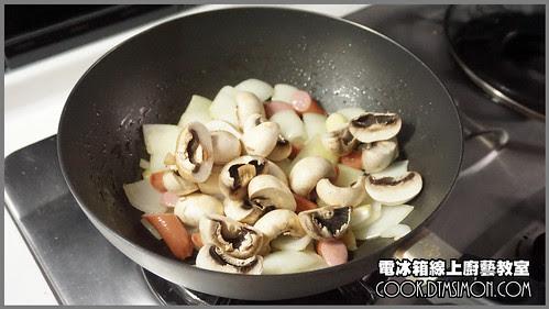 蘑菇炒德國香腸07.jpg