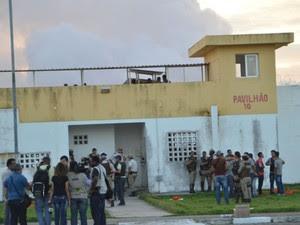 Rebelião começou por volta das 14h deste domingo (Foto: Ed Santos/Acorda Cidade)